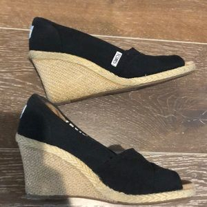 Black wedge Toms